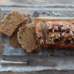 Cake di cachi, integrale con frutta secca e cioccolato fondente